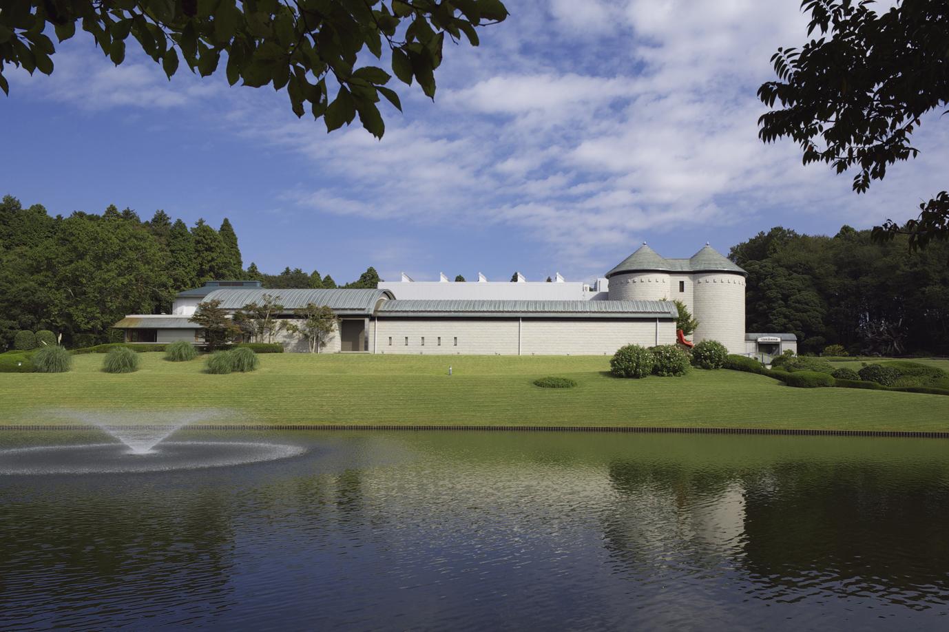 川村記念美術館外観2007年10月_10cm